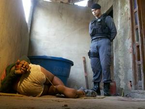 Menor foi amarrado e espancado até a chegada da PM (Foto: Guido Nunes/TV Gazeta)
