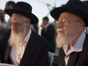 Os rabinos Dov Lior (esquerda) e Yacob Yousef defenderam o livro (Foto: BBC)