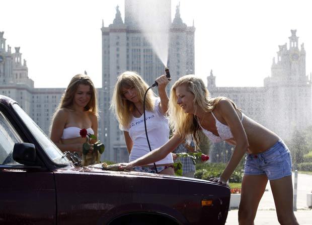 Grupo prometeu limpar qualquer veículo feito na Rússia. (Foto: Sergei Karpukhin/Reuters)