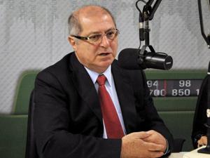 O ministro das Comunicações, Paulo Bernardo, durante o programa 'Bom Dia Ministro' (Foto: Elza Fiúza/Agência Brasil)