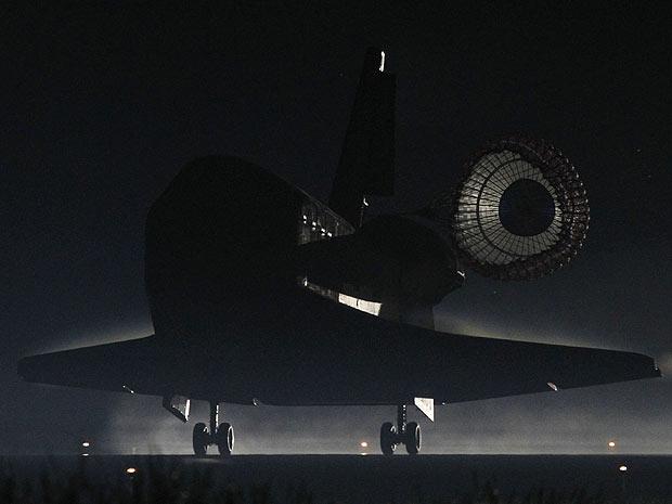 Ônibus espacial Atlantis faz último pouso da frota no Cabo Canaveral, na Flórida (Foto: Nasa)