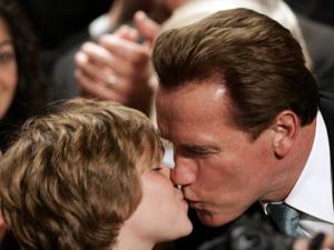 Arnold Schwarzenegger e seu filho Christopher em 2008 (Foto: AFP/Gabriel Bouys)