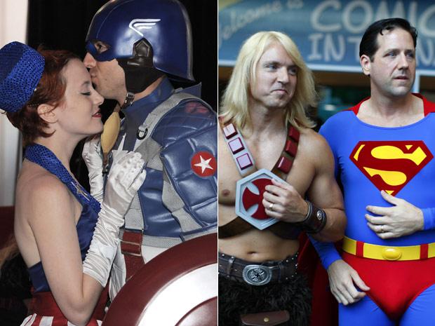 Casal fantasiado como personagens de 'Capitão América' celebra com um beijo noivado confirmado em plena Comic-Con. Ao lado, frequentadores chegam à feira vestidos como He-Man e Superman (Foto: AP e Reuters)