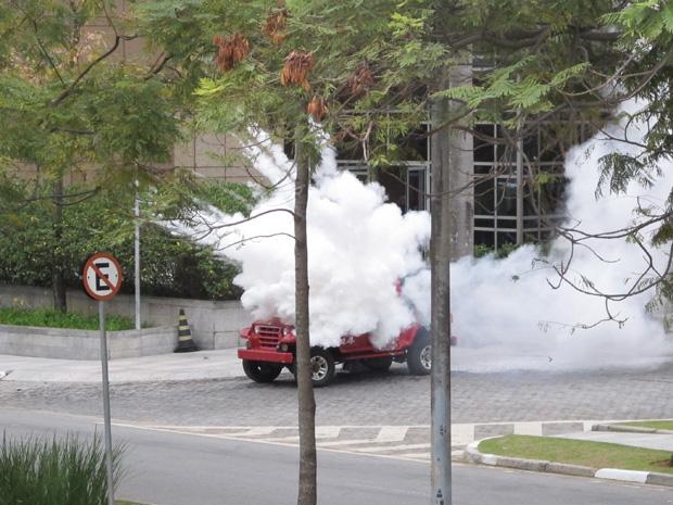 Momento da explosão de carro em frente a hotel durante simulação em SP (Foto: Letícia Macedo/ G1)