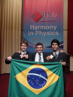 Delegação brasileira (Foto: Objetivo/ Divulgação)