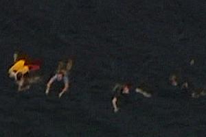 Vítimas fogem a nado de ataque na Noruega; confira imagens (Reuters)