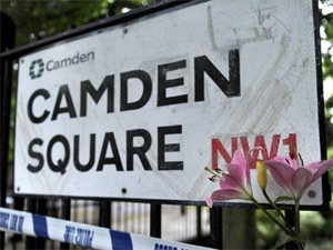 Placa de Camden Square, onde Amy morreu (Foto: AFP)