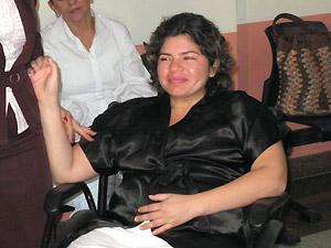 Elisa da Silva Barbosa, mãe do bebê recém-nascido sequestrado num hospital de São Gonçalo, durante entrevista coletiva (Foto: Bernardo Tabak/G1)