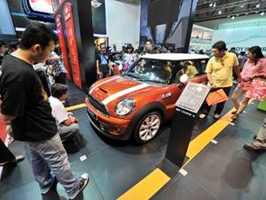 BMW lan�a a marca Mini na Indon�sia (Foto: Bay ISMOYO/AFP)
