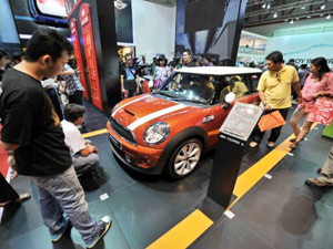 BMW lança a marca Mini na Indonésia (Foto: Bay ISMOYO/AFP)