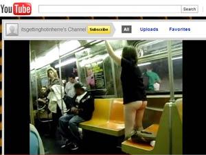 Mulher tirou a parte de baixo da roupa num dos trens do metrô de NY (Foto: Reprodução)