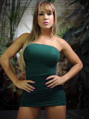 A modelo e apresentadora Gil Jung, de 25 anos, colocou 450ml em cada seio em julho de 2009 (Foto: Raul Zito / G1)