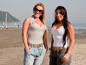 Marilia e Pamela Caputi, mãe e filha, respectivamente, adeririam ao silicone (Foto: Daigo Oliva / G1)