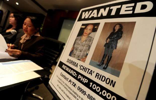Cartaz da Peta oferece recompensa por informações sobre o casal que fazia os vídeos. (Foto: AFP)