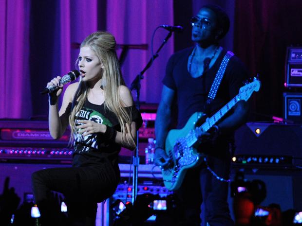 A cantora Avril Lavigne durante show em São Paulo nesta quarta (27) (Foto: Raul Zito/G1)