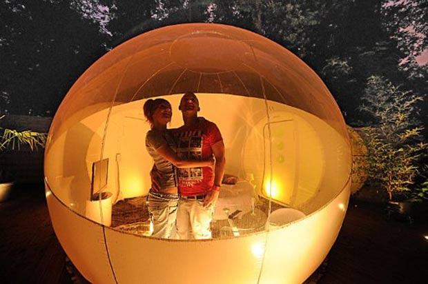 Casal conhece o 'hotel bolha' na cidade de Roubaix. (Foto: Philippe Huguen/AFP)