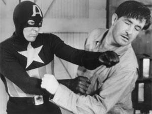 Cena da série de TV do Capitão América produzida em 1944 pela Republic. Estrelado por Dick Purcell, seriado ganha lançamento em DVD (Foto: Reprodução)