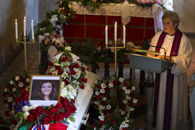 Funeral de Bano Abobakar Rashid, de 18 anos, é realizado uma semana após os ataques (Foto: Thomas Winje Oeijord/Scanpix Norway/AP)