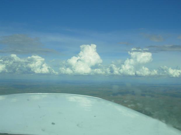 Exemplos de nuvens cumulus fotografadas durante um voo. (Foto: Modclima)