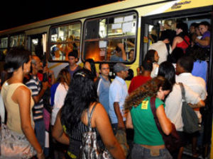 Pesquisa constatou a necessidade de mais ônibus (Foto: Gabriel Lordêllo/A Gazeta)