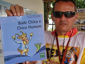 A cultura do bode nos livros utilizados nas escolas de Tejuçuoca (Foto: Giselle Dutra/ G1 CE)
