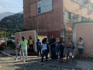 Escola Jos&#233; Ver&#237;ssimo &#233; a maior zona eleitoral de Mag&#233; (Foto: Alba Val&#233;ria Mendon&#231;a/G1)