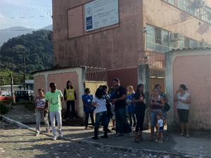 Escola José Veríssimo é a maior zona eleitoral de Magé (Foto: Alba Valéria Mendonça/G1)