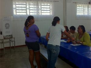 Eleitores não encontram fila para votar em Magé (Foto: Alba Valéria Mendonça/G1)