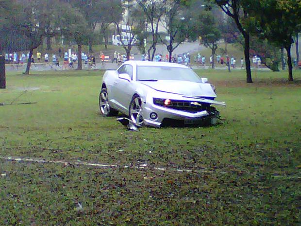 Carro ficou destruído (Foto: Rafael Giorgi/VC no G1)