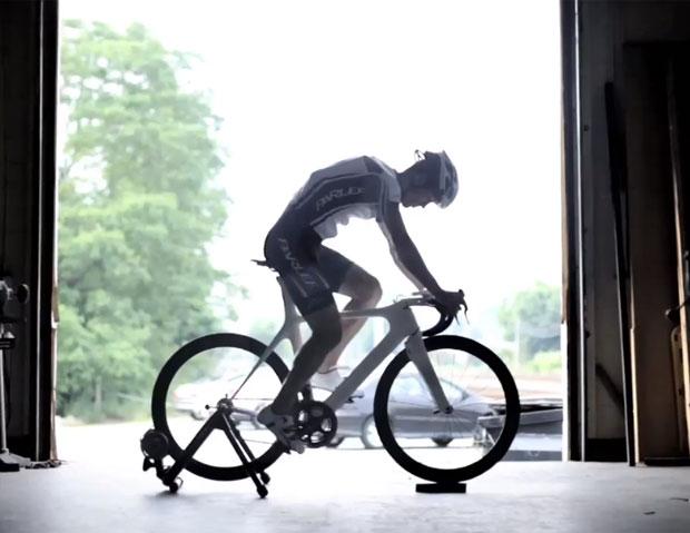 Sistema permite trocar marchas da bicicleta com o pensamento (Foto: Divulgação)