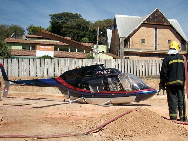 Helicóptero faz pouso forçado (Foto: Humberto Trajano/G1)