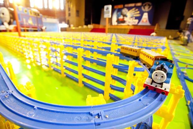 Parque de diversões em Fujiyoshida conta com a maior linha ferroviária de brinquedo do mundo. (Foto: Fujikyu Highland/Reuters)
