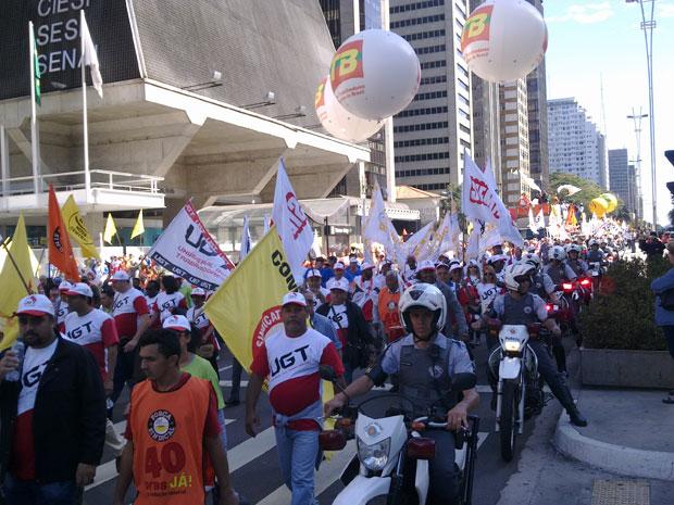 Manifestantes ocupam sentido Paraíso da Avenida Paulista (Foto: Glauco Araújo/G1)