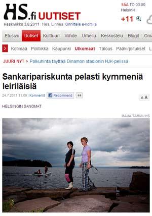 """Reportagem mostra Hege Dalen e Toril Hansen na ilha que foi palco dos ataques em 22 de julho (Foto: Reprodução / """"Helsingin Sanomat"""")"""