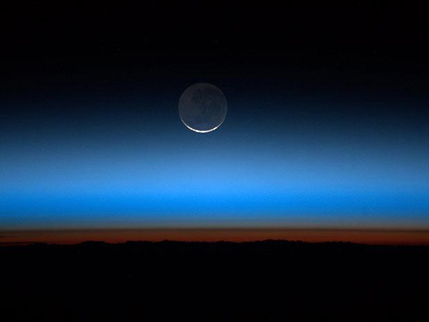 Pôr-da-Lua foi fotografado pelo astronauta Ronald Garan (Foto: Nasa)