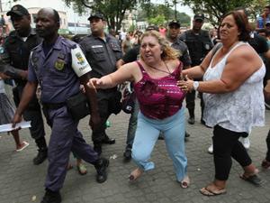 Ex-prefeita de Magé é detida (Foto: Cleber Junior/O Globo)