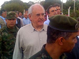 O ministro Nelson Jobim em evento em Tabatinga (AM) (Foto: Fernando Gallo / Agência Estado)