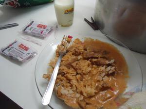 Estrogonofe foi servido para alunos e professores; polícia encontrou pacotes vazios de veneno de rato (Foto: Polícia Civil/Divulgação)
