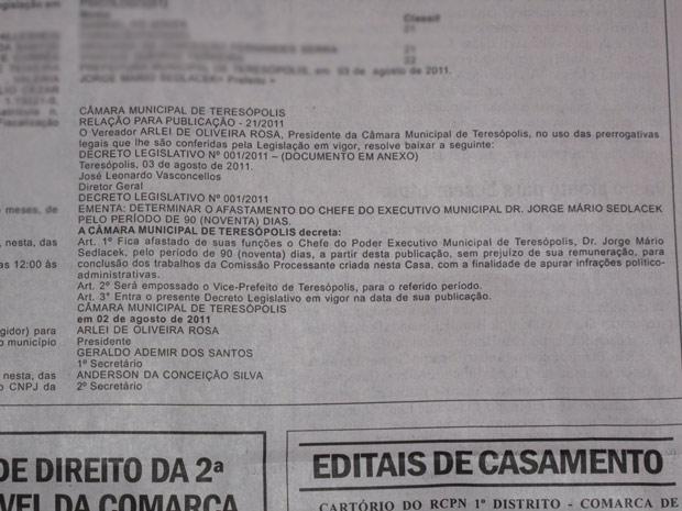 Diário Oficial de Teresópolis publicou decisão de afastamento (Foto: Patrícia Kappen/G1)