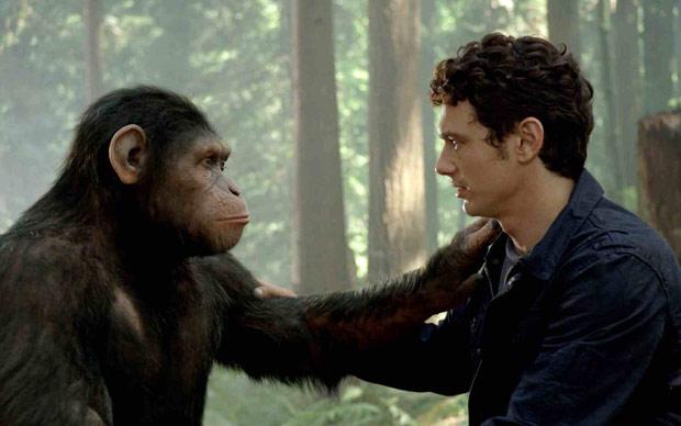 O chimpanzé Caesar, protagonista de 'Planeta dos macacos: a origem', interpretado pelo ator Andy Serkis, contracena com James Franco  em cena do filme (Foto: Divulgação)