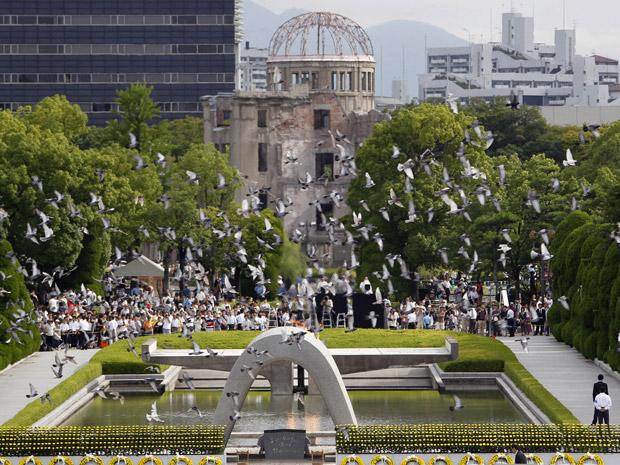 Bomba atômica que caiu sobre Hiroshima acabou de forma imediata com a vida de 120 mil pessoas (Foto: Koji Sasahara / AP)