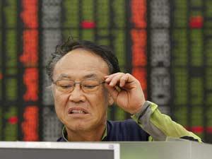 A Bolsa de Seul, na Coreia do Sul, terminou o pregão em queda de 3,6%. Mas ao longo do dia, o prejuízo chegou a ser muito maior e atingiu queda de 10%. (Foto: Reuters)