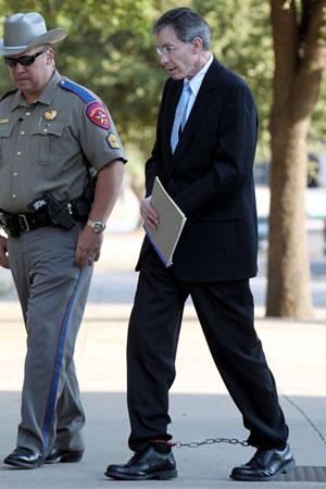 Warren Jeffs chega à corte nesta terça (9) (Foto: AP)