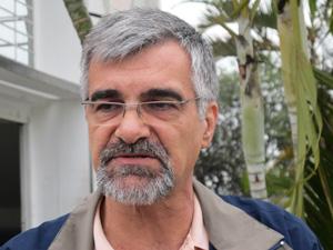Pai de Zé Elias fica emocionado ao saber da decisão (Foto: Marcelo Mora/G1)