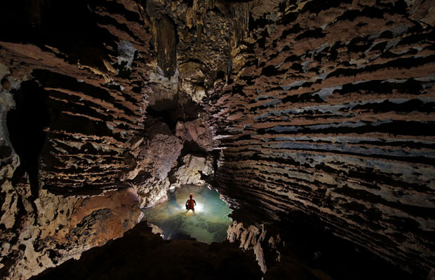 Hang Son Doong é parte de uma galeria de 150 cavernas no 