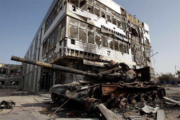 Foto de 5 de agosto mostra hospital em ruínas em Misrata, que ainda estava em construção antes do início da guerra civil.  (Foto: Reuters)