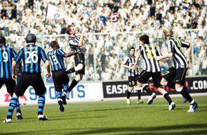 'Fifa 12' tenta trazer um futebol virtual ainda mais próximo do real na nova edição (Foto: Divulgação)