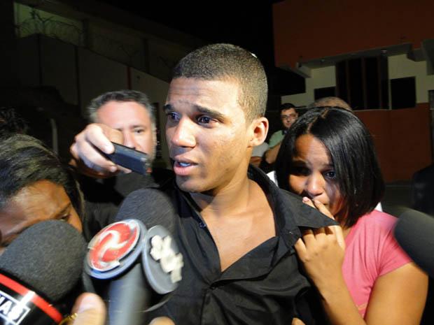 """Sérgio Rosa Sales disse estar """"muito feliz"""" na saída da penitenciária (Foto: Pedro Triginelli/G1)"""