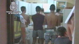 Detenção da primeira quadrilha de prostituição masculina na Espanha, em 2010 (Foto: Polícia Nacional da Espanha/Ministério do Interior)