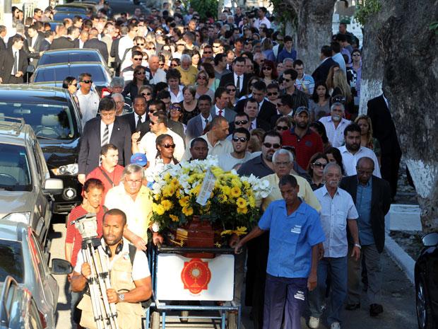 Enterro de juíza comoveu amigos e parentes (Foto: Wilton Júnior/Agência Estado)
